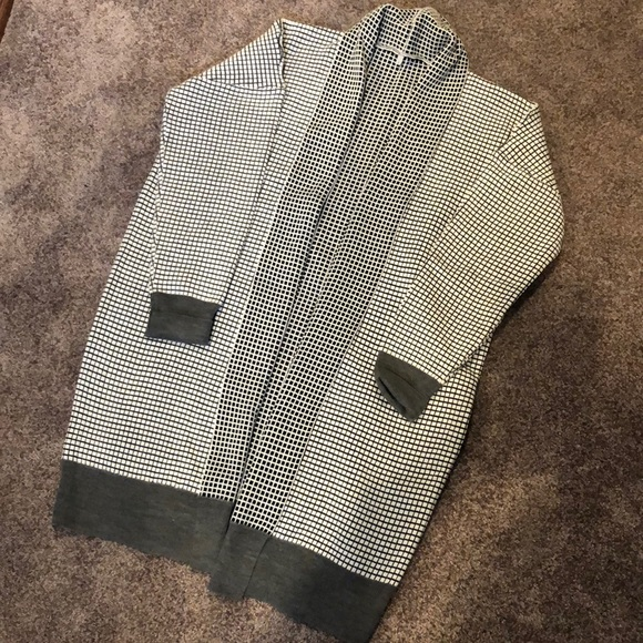 Sweaters - Checkered sweater never worn